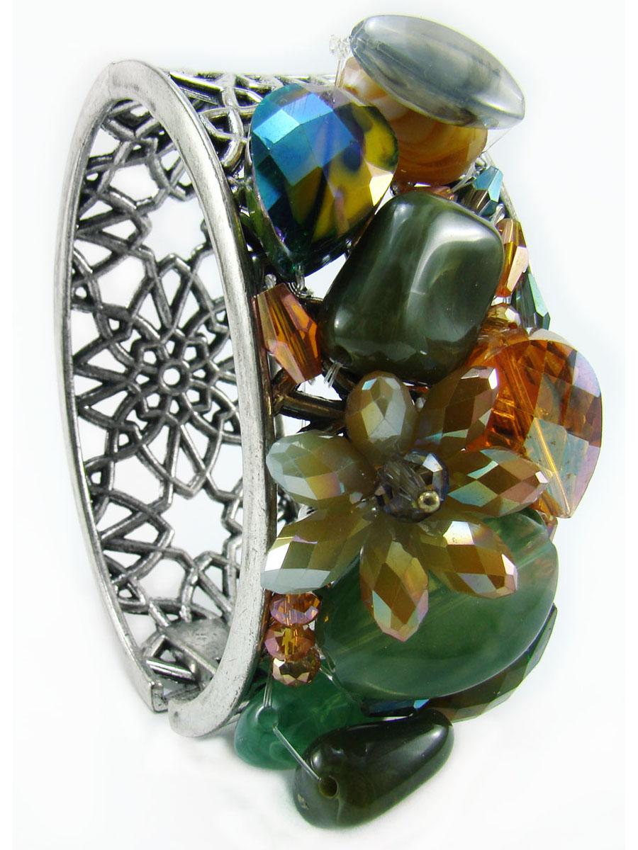 Браслет Taya, цвет: зеленый, рыжий. T-B-8856-BRAC-GREENT-B-8856-BRAC-GREENЭффектный женский браслет Taya изготовлен из металла и декорирован оригинальным резным узором. Одна сторона изделия оформлена крупными камнями (агатом) и стразами разного размера. Браслет застегивается при помощи шарнирного замка. Прочный каркас изделия защищает его от повреждений. Это стильное украшение не оставит равнодушной ни одну представительницу прекрасной половины человечества.