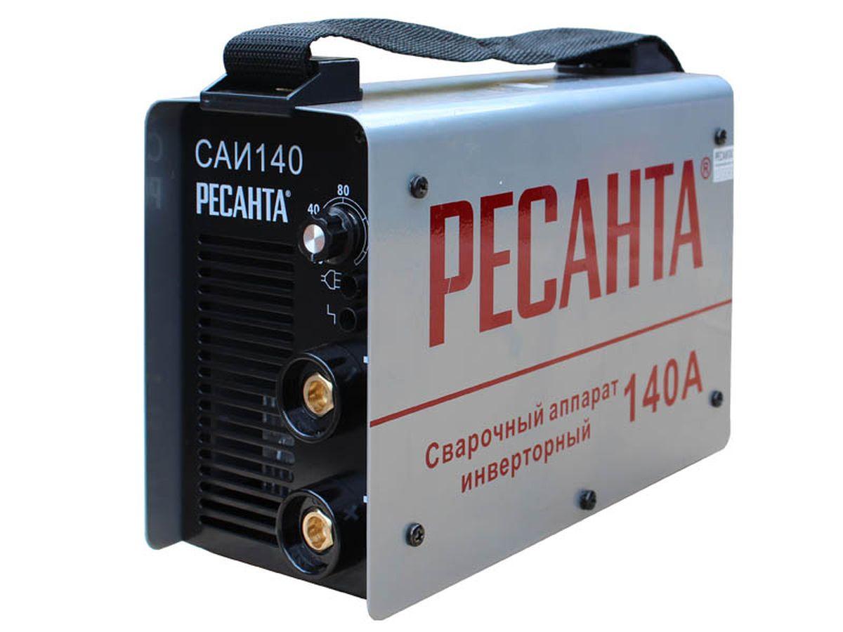 Сварочный аппарат Ресанта САИ 140САИ-140Сварочный аппарат инверторный САИ 140 Ресанта предназначен для ручной электродуговой сварки постоянным током покрытым электродом. Компактность изделия, а также небольшой вес аппарата позволяют сварщику перемещаться по всей площади производимых работ. Изделие выполнено в металлическом корпусе. На передней панели имеется регулятор величины сварочного тока, индикатор сеть, индикатор перегрев, а также силовые разъемы подключения сварочных кабелей. Аппарат оснащен принудительной системой вентиляции, ввиду этого, категорически запрещается закрывать чем-либо вентиляционные отверстия в корпусе. Принцип работы сварочного аппарата заключается в преобразовании переменного напряжения сети частотой 50Гц в постоянное напряжение величиной в 400В, которое преобразуется в высокочастотное модулированное напряжение и выпрямляется. Для регулирования сварочного тока используется широтно-импульсная модуляция высокочастотного напряжения. Аппарат имеет защиту от перегрева - в случае...