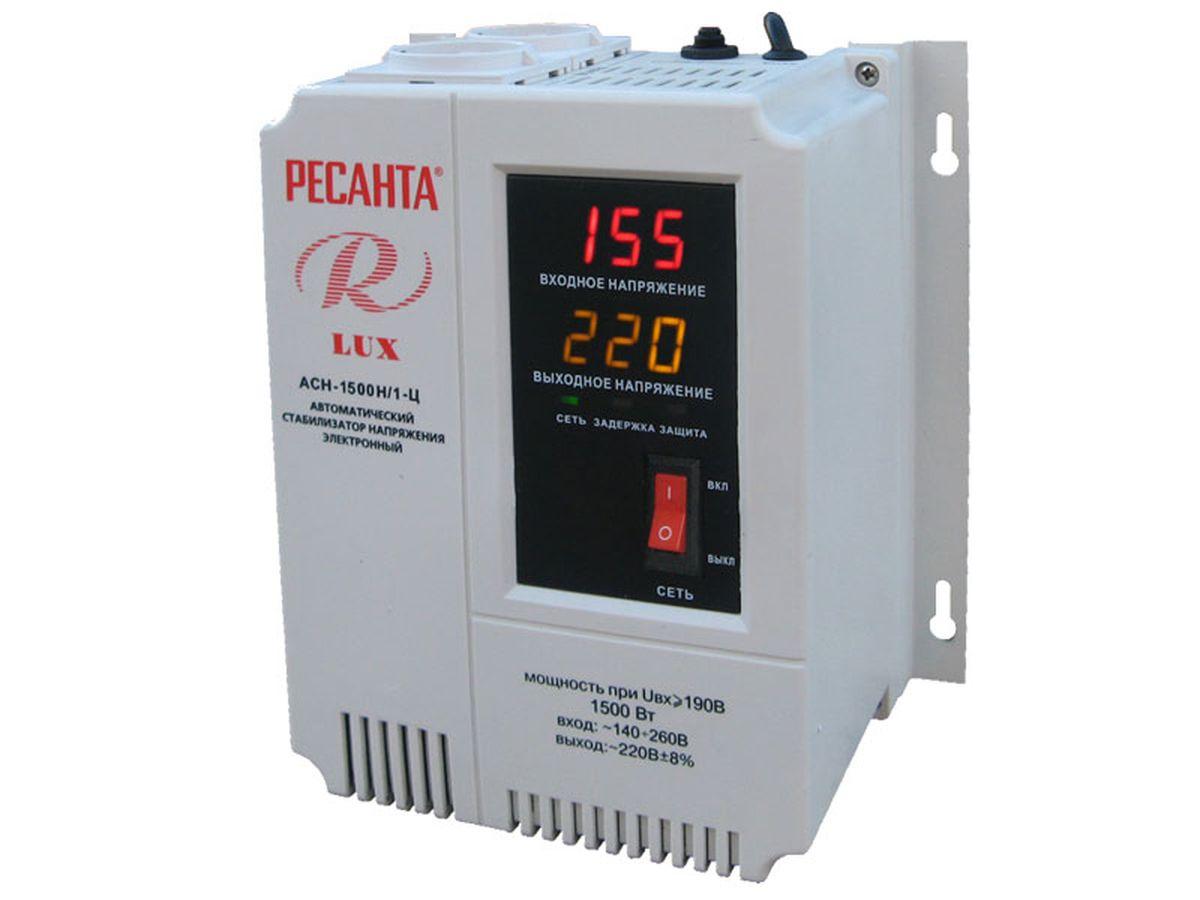 Стабилизатор напряжения Ресанта АСН-1500Н/1-Ц LuxАСН-1 500 Н/1-Ц luxСтабилизатор напряжения Ресанта АСН-1500Н/1-Ц Lux предназначен для автоматического поддержания в электрической сети заданного напряжения 220 В. Стабилизатор обеспечивает защиту электроприборов и электрооборудования бытового и промышленного назначения от внезапного изменения напряжения электросети. Прибор контролирует напряжения на входе и выходе, фильтрует сетевые помехи и искажения. Возможность настенного размещения. Потребляемая мощность 1,5 кВт.