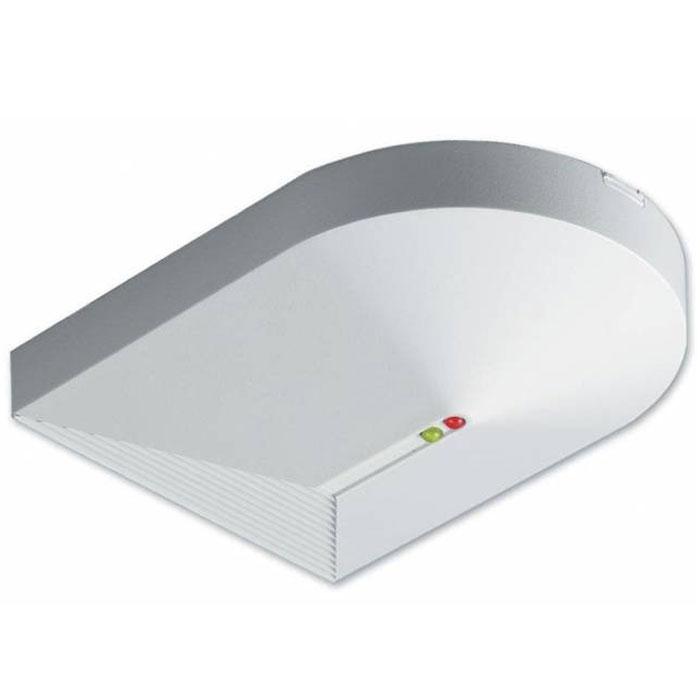 Sapsan GB-100 беспроводной датчик разбития стеклаGB-100Датчик разбития стекла представляет собой приемное приспособление, срабатывающее в случае звука бьющегося или же трескающегося стекла. Как правило, монтируется на стеклянные части окна, двери или перегородки. Часто может устанавливаться на поверхность, которая расположена в зоне работы устройства. При монтаже необходимо учитывать, что устройство может работать только от блока питания, то есть, рядом с местом установки датчика должна быть розетка. Несмотря на такие условия, датчик прекрасно справляется с поставленной задачей, а также не требует постоянной смены элементов питания. Устанавливается на кронштейн. Датчик при срабатывании отправляет сигнал тревоги на контрольный пульт системы охранной сигнализации. Отправка сигнала выполняется посредству радиоканала, что позволяет сократить расходы на прокладку кабелей. Как производится коммутация датчика с контрольной панелью системы сигнализации, подробно расписано в инструкции к самой сигнализации. ...