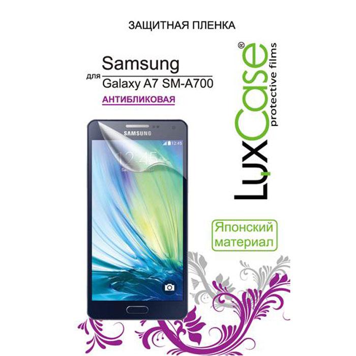 Luxcase защитная пленка для Samsung Galaxy A7 SM-A700F, антибликовая80891Защитная пленка для Samsung Galaxy A7 SM-A700F имеет два защитных слоя, которые снимаются во время наклеивания. Данная защитная пленка не снижает чувствительности на нажатие. На защитной пленке есть все технологические отверстия. Благодаря использованию высококачественного японского материала пленка легко наклеивается, плотно прилегает, имеет высокую прозрачность и устойчивость к механическим воздействиям. Потребительские свойства и эргономика сенсорного экрана при этом не ухудшаются.