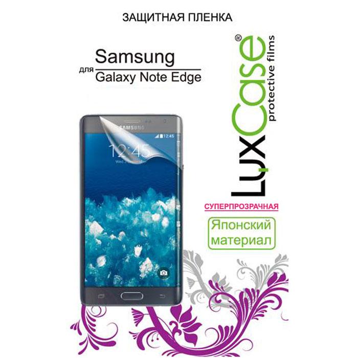 Luxcase защитная пленка для Samsung Galaxy Note Edge, суперпрозрачная80880Антибликовая защитная пленка для Samsung Galaxy Note Edge имеет два защитных слоя, которые снимаются во время наклеивания. Данная защитная пленка не снижает чувствительности на нажатие. На защитной пленке есть все технологические отверстия. Благодаря использованию высококачественного японского материала пленка легко наклеивается, плотно прилегает, имеет высокую прозрачность и устойчивость к механическим воздействиям. Потребительские свойства и эргономика сенсорного экрана при этом не ухудшаются.