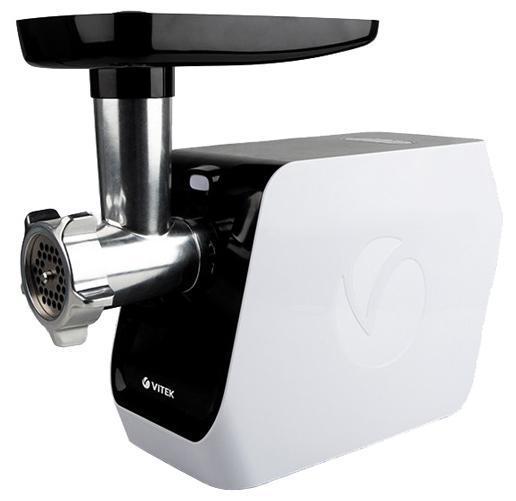 Vitek VT-3605(W) мясорубкаVT-3605(W)Быстро переработать различные виды продуктов, не прикладывая к этому усилий, вам позволит Мясорубка VT-3605 W. Многофункциональное устройство поможет в считанные минуты превратить мясо в однородный фарш. Благодаря 2-м скоростным режимам вы выберите оптимальный для обработки мяса, а 2 диска и нож из нержавеющей стали позволят сделать это максимально эффективно – вы удивитесь, насколько качественным получится фарш! Важным преимуществом данной модели мясорубки является наличие системой реверса которая позволяет очистить шнек от жестких жил без разборки устройства. Такое компактное устройство позволит вам порадовать своих родных вкуснейшими колбаскам благодаря специальной насадке. А благодаря насадке для приготовления «кеббе» вы удивите близких и гостей мясными фаршированными котлетками. Мясорубка также оснащена специальным толкателем для продуктов, который предназначен для безопасной подачи мяса в рабочий отсек электромясорубки.