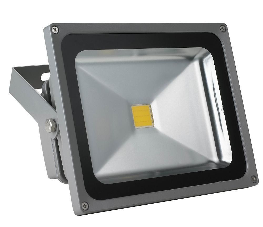 Camelion LFL-30-CW C09 светодиодный прожектор, холодный белый11187Светодиодный прожектор 30Вт Camelion LFL-30-CW C09 11187 служит для освещения фасадов зданий, небольших территорий, а также рекламных баннеров и магазинных вывесок. Изготовлен из металла с применением светодиодов типа СОВ - чипов на плате. Светодиод светит холодным светом, позволяет экономить электроэнергию и создает рассеянный свет.