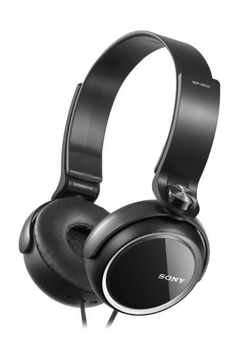 Sony MDR-XB250, Black наушникиMDRXB250B.ESony eXtra Bass - линейка наушников для любителей глубоких басов Низкие звуковые частоты позволяют чувствовать звук, когда ритм ударных задает ритм вашего сердца и если глубокие и выразительные басы являются для вас одной из главных составляющих хорошего звука, вам стоит обратить внимание на линейку наушников Sony eXtra Bass (серия MDR-XB). Наушники Sony eXtra Bass созданы таким образом, чтобы воспроизводить мягкие резонирующие низкочастотные звуки в музыке любых направлений, обеспечивая великолепное звучание басов. Воссоздайте атмосферу клубной вечеринки, где бы вы ни были, с наушниками MDR-XB250. Удобные кольцеобразные накладки позволяют слушать музыку часами напролет, а складная конструкция наушников делает их использование удобным и позволяет легко брать с собой повсюду. Двусторонний шнур устойчив к спутыванию.