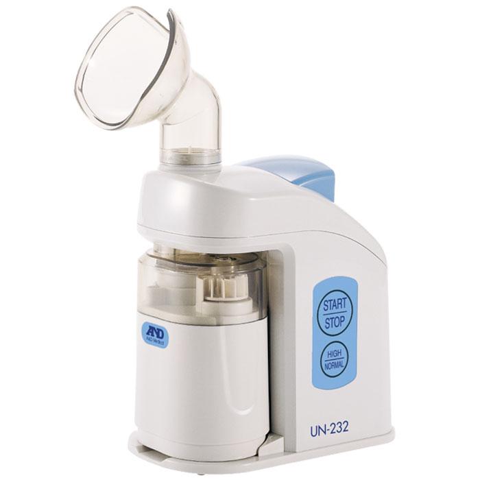 Ингалятор ультразвуковой AND UN-2326042048AND UN-232 – это ультразвуковой ингалятор домашнего пользования, который предназначен для лечения и профилактики широчайшего спектра легочных и респираторных заболеваний. Он может применяться абсолютно всеми членами семьи, так как в комплекте имеет универсальную маску, идеально подходящую для лица ребенка и родителя. В отличии от компактных портативных небулайзеров, AND UN-232 производит ингаляцию гораздо эффективнее за счет более глубокого проникновения лекарственных веществ в дыхательную трубку. Средний диаметр действующих частиц достигает предела в 4 мкм, благодаря чему ингалятор успешно применяется для лечения и профилактики самых разнообразных заболеваний дыхательной системы человека. Данный прибор обладает очень важной особенностью – с его помощью можно проводить небулайзерные сеансы паром, а это прекрасно подходит для лечения насморка, простуды и при отеках слизистой оболочки. Можно прогревать полость рта, носа, просто налив в AND UN-232 обычную воду...