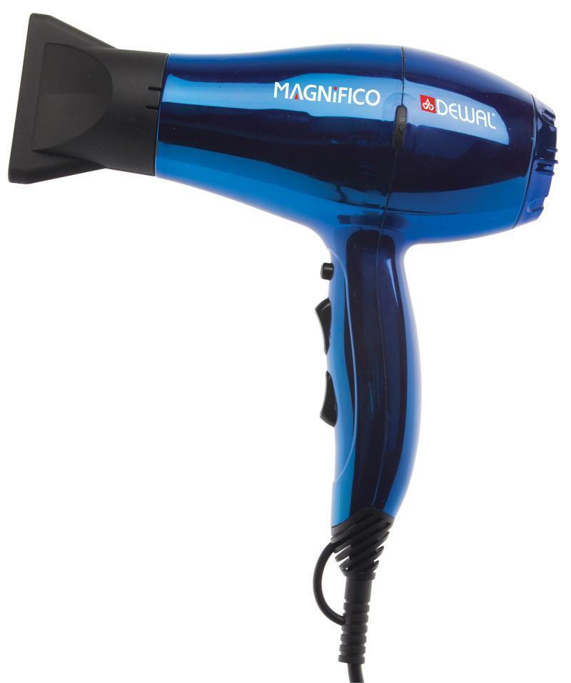 Dewal Magnifico 03-007, Blue фен03-007 BlueMagnifico 03-007 - тихий, компактный, легкий и, в то же время, мощный инструмент. Сочетание этих характеристик делает данную модель идеальной для использования как в профессиональных, так и в личных целях Фен оснащен генератором ионов с отрицательным зарядом. Функция ионизации делает волосы мягкими и блестящими, восстанавливает их структуру, улучшает увлажнение и расчесывание волос, снимает статическое электричество. Отрицательные ионы воздействуют на частицы воды во влажных волосах. Эти частицы дробятся ионами и поглощаются волосами, что улучшает их увлажнение. Волосы заряжаются ионами. Структура волос восстанавливается, они становятся гладкими и легко расчесываются, достигается эффект бальзама и кондиционирования. При необходимости, лучше впитывают косметические средства