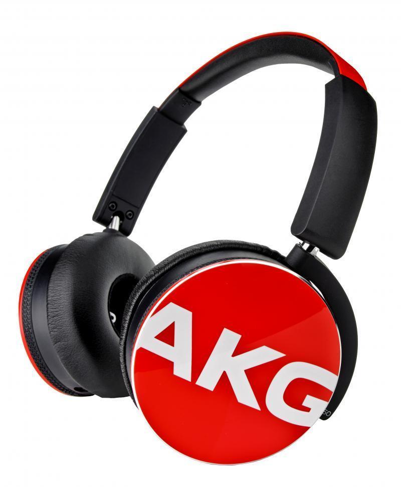 AKG Y50, Red наушникиY50REDAKG Y50 - качественные накладные наушники с классическим оголовьем для вашего устройства, надежно прижимающим динамики к ушам и распределяющим нагрузку по всей голове. Удобная «посадка» обеспечивает долгое, комфортное ношение. Внушительных размеров динамики передают чистый звук с выразительными низами и звонкими верхами. Встроенный микрофон позволяет общаться «без использования рук», а его высокая чувствительность делает вашу речь хорошо разборчивой на другом конце «провода». AKG Y 50 отлично подходят как для общения, так и для прослушивания музыки, радио, просмотра видеороликов и фильмов. Модель оснащена удобным пультом управления с несколькими функциями. Это значительно повышает удобство использования устройства, ведь вы можете отдавать ему команды дистанционно