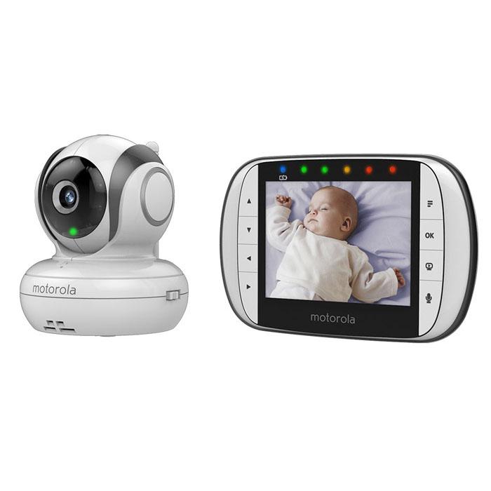 Видеоняня Motorola MBP36SMBP36SВидеоняня Motorola MBP36S позволит родителям внимательно следить за своим ребенком. Изображение со всех камер может одновременно выводиться на один дисплей благодаря многоэкранному режиму, а также возможно цикличное переключение изображения с камеры на камеру. Радиус действия приемника составляет 300 метров, поэтому с ним можно выйти на улицу или находиться в любой части большого дома. Дополнительные функции позволяют контролировать температуру и уровень шума в детской комнате. Двухсторонняя аудиосвязь дает возможность маме успокоить малыша на расстоянии, а дополнительные полифонические колыбельные помогут ребенку заснуть. Родительский блок поддерживает одновременное подключение до четырех камер, что позволяет свободно пользоваться наблюдением в нескольких комнатах. Рабочая частота: 2,4 ГГц 8 уровней яркости и громкости родительского блока 8 инфракрасных светодиодов Тип матрицы: CMOS, 0,3 Мпикс Объектив: f 2,5 мм; F 2,8