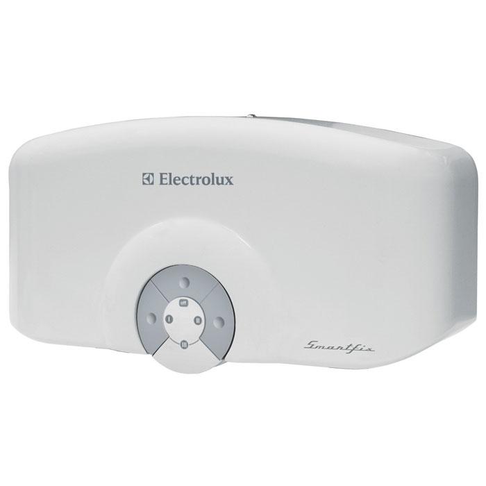 Electrolux Smartfix 6,5 S проточный водонагревательSMARTFIX 6,5 S (душ)Модель проточных водонагревателей Electrolux Smartfix 6,5 S обладает высокой производительностью по нагреву воды, которая достигается за счет применения мощных нагревательных элементов из меди. Водонагреватель предназначен для обеспечения горячей водой одной точки водоразбора. В устройстве используется гидравлическая система управления для поддержания температуры воды в зависимости от величины потока и регулировок смесителя. Для удобства эксплуатации предназначена функция автоматического включения и выключения при открытии и закрытии водопроводного крана. В модели предусмотрены три режима мощности для экономии электроэнергию и повышения производительности прибора. Благодаря мощному спиральному нагревательному элементу прибор способен производить более 2 литров горячей воды в минуту. Водонагреватель оснащен датчиком давления, а также специальным термостатом, который обеспечивает защиту от перегрева. Smartfix 6,5 S может легко и быстро подключаться...