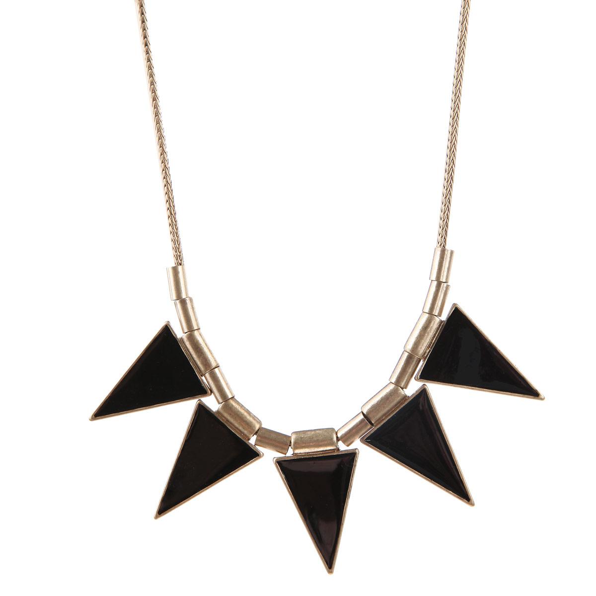 Колье Milana Style, цвет: золотой, черный. 00187xl00187xlКолье Milana Style не оставит равнодушной ни одну любительницу модных аксессуаров. Модель представляет собой металлический шнурок с 5 подвесками в виде треугольников, покрытых черной эмалью. Затягивающийся шнурок является отличной альтернативой замку-карабину. Колье имеет необычный яркий дизайн и будет потрясающе смотреться на шее своей обладательницы. Благодаря модному дизайну и лаконичному сочетанию цветов, колье идеально подойдет как для повседневного образа, так и для вечернего наряда. С аксессуарами Milana Style можно подобрать себе украшение на любой случай жизни. Идеальный вариант для женщин, которые любят стиль во всем, даже в мельчайших деталях.