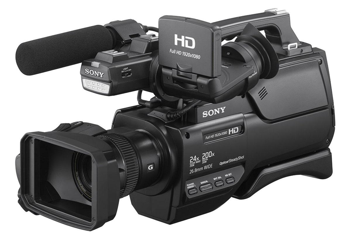 Sony HXR-MC2500 профессиональная видеокамераHXR-MC2500Sony HXR-MC2500 обеспечивает профессиональный вид и стиль съемки, идеальный для свадеб, корпоративных мероприятий и создания учебных видеоматериалов. Легкий и компактный камкордер отличается особой плечевой конструкцией, благодаря чему ваши клиенты сразу признают в вас опытного профессионала. HXR-MC2500 оснащен технически сложным объективом G, в котором воплощена уникальная оптическая технология Sony с тщательным контролем качества, что обеспечивает исключительные характеристики, ставящие его в один ряд с лучшими объективами для видеопроизводства. Камкордер оптимизирован под объектив G, в нем используется усовершенствованный датчик изображения и знаменитая технология обработки изображения от Sony. В результате повышается качество изображения, независимо от того, снимаете ли вы действие крупным планом или показываете панораму, используя 26,8-мм объектив, который обладает самым широким углом обзора в этом классе камер, что позволяет производить широкоугольную ...