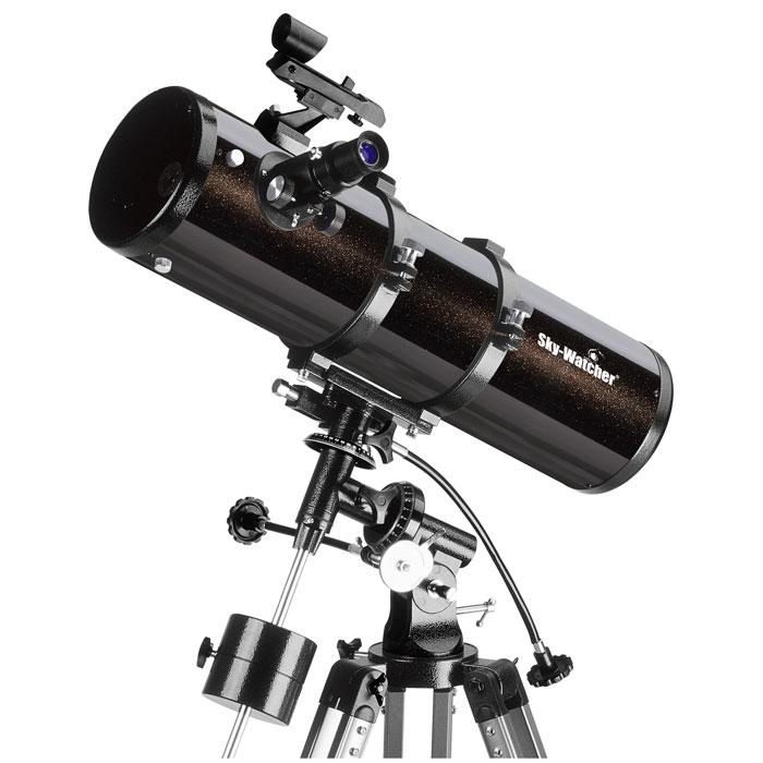 Sky-Watcher BK P13065EQ2 телескопBK P13065EQ2Sky-Watcher BK P13065EQ2 – это качественный короткофокусный рефлектор Ньютона, предназначенный для изучения астрономических объектов. Эта модель дает яркую и чистую картинку при визуальных наблюдениях и позволяет делать четкие снимки при астрофотографии в прямом фокусе. Экваториальная монтировка обеспечивает точное ведение объектов. В оптической схеме используется параболическое главное зеркало. В отличие от сферического зеркала, оно собирает все падающие на него лучи света в одной точке. Таким образом, телескоп дает четкое изображение без хроматических и сферических аберраций. Искатель с красной точкой упрощает предварительное наведение. Реечный фокусер позволяет точно настроить резкость. Телескоп комплектуется двумя окулярами. Окуляр 25 мм имеет более широкое поле зрения, поэтому в большей степени подходит для обзорных наблюдений. Окуляр 10 мм используется для детального изучения небесных тел. Жесткая экваториальная...
