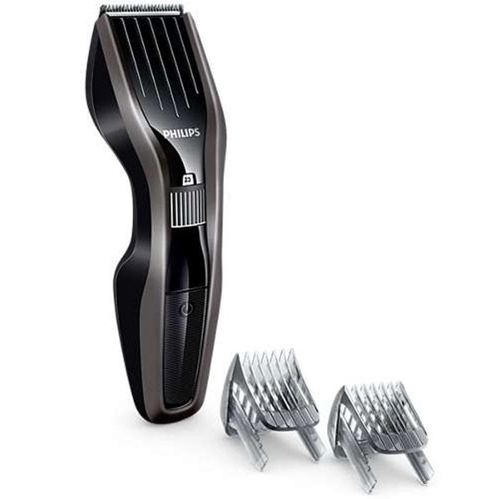 Philips HC5438/15 машинка для стрижки волосHC5438/15Машинка для стрижки волос Philips HC5438/15 создана для отличных результатов и долгой службы. Инновационный режущий блок, лезвия из нержавеющей стали и регулируемый гребень — все, что нужно для быстрой и точной стрижки снова и снова. Усовершенствованная технология DualCut — это режущий блок с двойной заточкой и низким коэффициентом трения. Корпус из стали обеспечивает дополнительную надежность, а инновационный режущий блок гарантирует в два раза более быструю стрижку по сравнению с обычными машинками Philips. Самозатачивающиеся лезвия из нержавеющей стали долго остаются острыми. Поверните колесико для выбора и фиксации нужной установки длины. Прибор оснащен 23 установками длины: от 1 до 23 мм с шагом 1 мм. Прибор также можно использовать без гребня для подравнивания на минимальной длине 0,5 мм. Для максимальной мощности и свободы движения питание прибора может осуществляться как от сети, так и от аккумулятора. 75 минут автономной работы после 8...