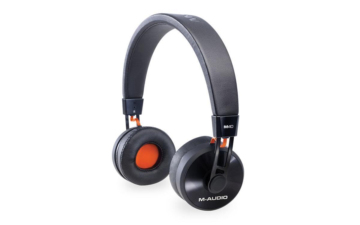 M-Audio M40 мониторные наушникиMCI53082Мониторные наушники M-AUDIO M40 предназначены для работы в студии. Они станут отличным решением как для диджеев, так и для обычных музыкантов. Наушники дают детализированный звук при воспроизведении музыки любых жанров Закрытые M-AUDIO M40 имеют 40-миллиметровые динамики, которые обеспечивают звучание в широком диапазоне частот. Данная модель имеет легкую конструкцию, регулируемое оголовье и амбушюры из искусственной кожи. Наушники комплектуются съемным кабелем