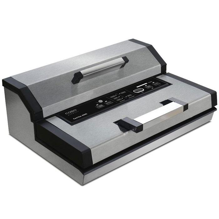 CASO Fast Vac 4000 вакуумный упаковщикFastVac 4000Профессиональный вакуумный упаковщик CASO FastVAC 4000 с мощным мотором служит для продолжительного использования и больших объемов работы. Оснащен удобной ручкой для быстрого запирания и отпирания вакуумной камеры и обладает мощностью всасывания до 20 литров в минуту со степенью вакуума 90% (-0,8 бар). Для удобства имеется автоматическое и ручное управление вакуумированием и сваркой пакетов шириной до 40 см, встроенный контейнер для рулонной пленки и встроенный резак. Сварка пакетов осуществляется прочным двойным швом с возможностью установки разного времени для сухих и влажных продуктов. Для упаковки может быть использована доступная в продаже структурированная полиэтиленовая пленка в рулонах или готовые пакеты не более 40 см в ширину и длиной по мере необходимости. Питание: 230 В, 50 Гц Возможность создания вакуума в специальных контейнерах (не входят в комплект поставки)