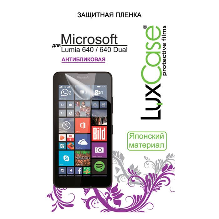 Luxcase защитная пленка для Microsoft Lumia 640/640 Dual, антибликовая81307Антибликовая защитная пленка Luxcase для Microsoft Lumia 640 имеет защитный слой, который снимается во время наклеивания. Данная защитная пленка не снижает чувствительности на нажатие. На защитной пленке есть все технологические отверстия под камеру, кнопки и вырезы под особенности экрана. Благодаря использованию высококачественного японского материала пленка легко наклеивается, плотно прилегает, имеет высокую прозрачность и устойчивость к механическим воздействиям. Потребительские свойства и эргономика сенсорного экрана при этом не ухудшаются.