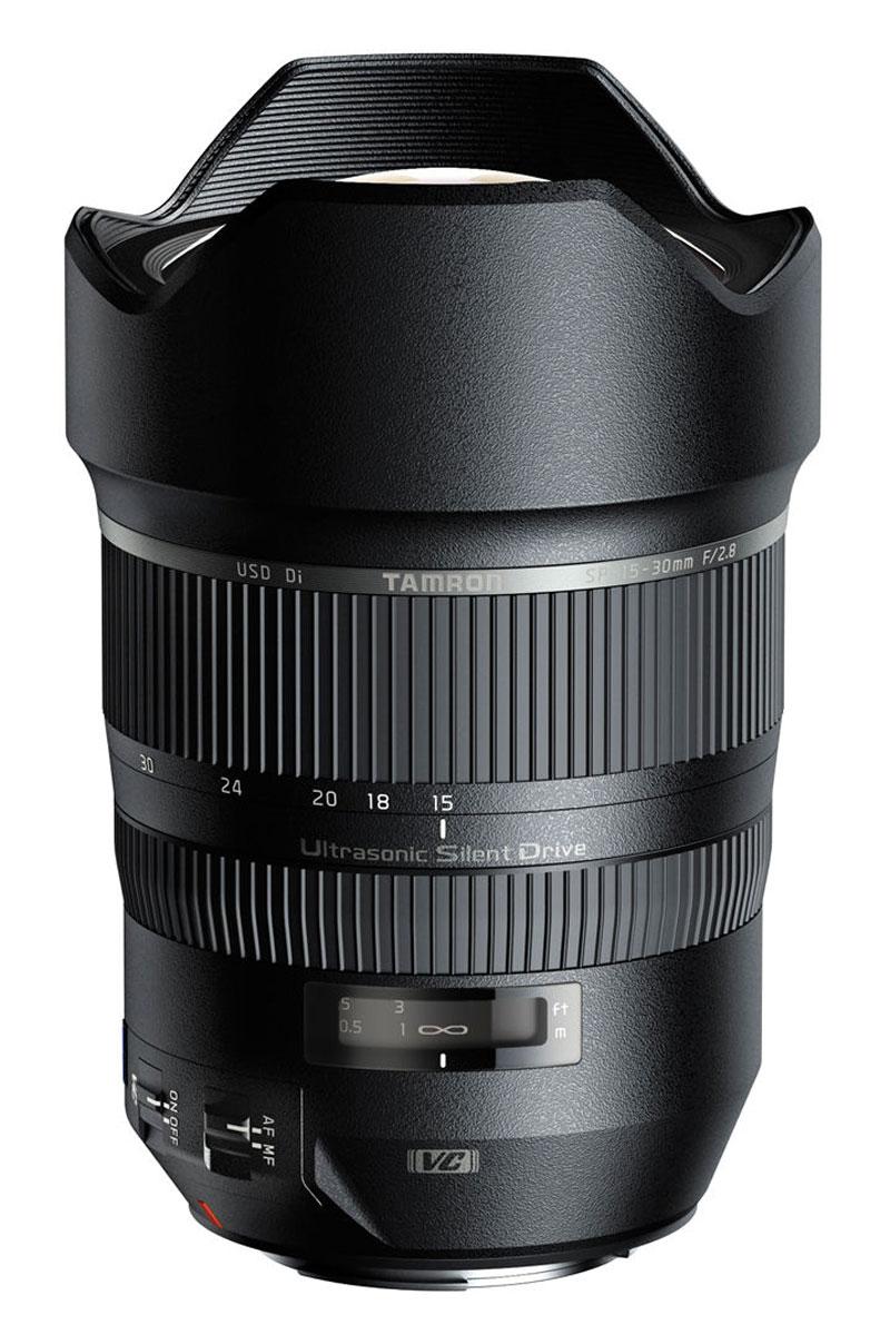 Tamron SP 15–30 mm F/2.8 Di USD, Sony объективA012SНовый сверхширокоугольный светосильный объектив Tamron SP 15–30 mm F/2.8 Di USD для полнокадровых камер стал прекрасным дополнением для линейки профессиональных объективов TamronSP (SuperPerformance), выводящий ее на новый уровень высочайших стандартов. Благодаря применению уникального оптического элемента XGM (eXpanded Glass Molded Aspherical), новый сверхширокоугольный зум позволяет получать снимки такого же качества, какое достижимо при использовании объективов с фиксированным фокусным расстоянием. Сочетание линзы большого диаметра XGM (eXpanded Glass Molded Aspherical) с несколькими оптическими элементами, имеющими низкий коэффициент рассеяния (LD) в первой группе элементов (всего объектив имеет 18 оптических элементов в 13 группах) эффеквно подавляет дисторсии и хроматические аберрации, характерные для сверхширокоугольной оптики. Усовершенствованное антибликовое покрытие BBAR (Broad-Band Anti-Reflection) было специально обновлено для ...