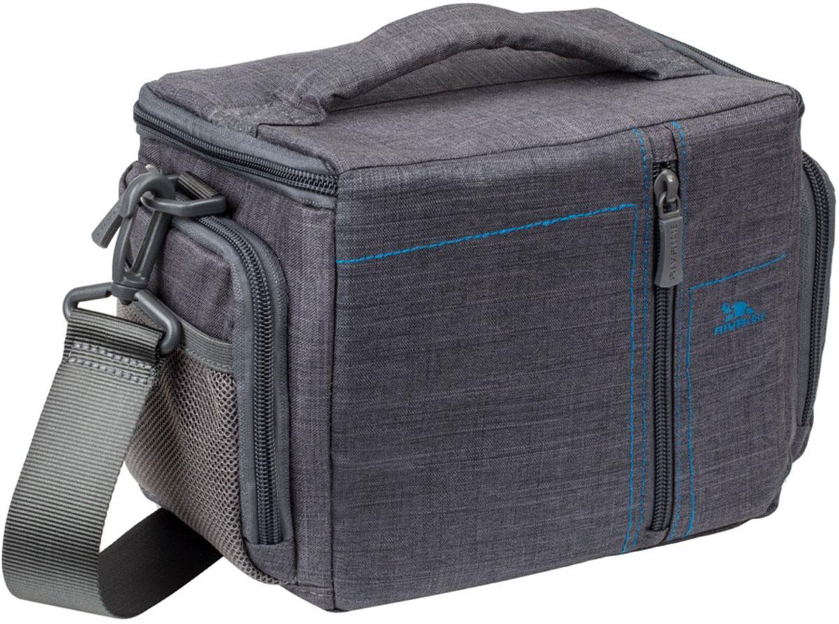 Riva 7502 SLR Canvas Case, Grey сумка для зеркальной фотокамеры6581Стильная сумка с контрастной синей подкладкой и чехлом от дождя Riva 7502 SLR Canvas Case для зеркальной фотокамеры с установленным объективом из высококачественной водоотталкивающей ткани оснащена верхним откидным клапаном, который закрывается на молнию и обеспечивает быстрый доступ к фотокамере. Дополнительно возможно разместить 1 объектив и вспышку с помощью системы внутренних передвижных перегородок. Передний внешний карман на молнии служит для хранения аксессуаров, как и два внешних боковых кармана на молнии и дополнительный карман на задней стенке. Для переноски предусмотрены регулируемый наплечный ремень с мягкой накладкой и удобная ручка.