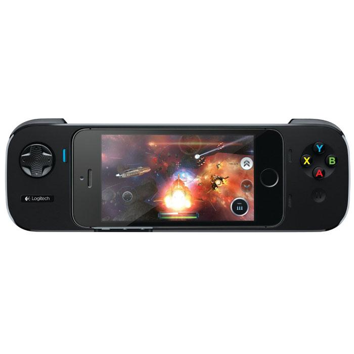 Logitech Powershell Controller игровой контроллер (940-000153)940-000153При помощи Logitech PowerShell Controller владельцы iPhone и iPod Touch могут превратить свое мобильное устройство в портативную игровую консоль. Контроллер обладает дизайном игровой консоли и позволяет максимально сосредоточиться на игровом процессе. Для управления имеется аналоговый D-манипулятор и клавиши. Эргономичный дизайн и нескользящее покрытие сделают даже продолжительный процесс игры легким и приятным. Игры, обладающие поддержкой Logitech PowerShell Controller, не требуют установки каких-то отдельных программ. Контроллер никаким образом не затрудняет возможность использования камеры, прослушивания музыки или совершения звонков - когда телефон или плеер будут установлены в него, по-прежнему можно регулировать громкость, отключать звонок, включать и переводить в спящий режим свой iPhone или iPod. PowerShell снабжен 3,5 мм разъемом, к которому при необходимости можно подключить гарнитуру.
