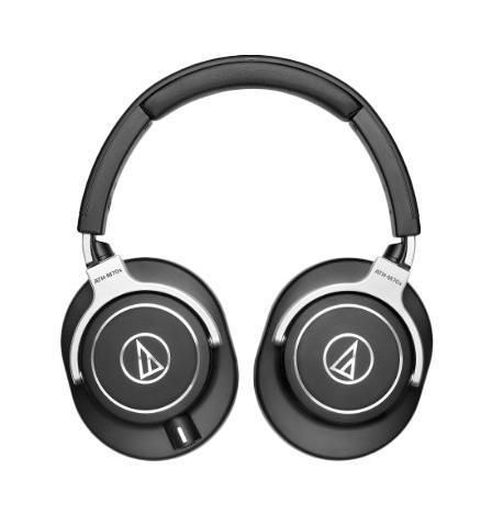 Audio-Technica ATH-M70X наушникиATH-M70XAudio-Technica ATH-M70X - это великолепные закрытые студийные мониторные наушники профессионального уровня , которые, благодаря высококачественным большим 45-мм динамическим излучателям с использованием катушек на омедненных алюминиевых жилах, предоставляют точный, детализированный и объемный звук с удивительной глубиной и реалестичностью. Невероятная естественность и сбалансированность звука позволят Вам не только качественно и точно работать в студии, но и действительно наслаждаться каждой, даже самой малой, деталью музыкальных произведений. Конструкции оголовья и чашек наушников Audio-Technica ATH-M70X создавались для профессионального использования, а значит очень прочны и надежны, но, при этом, удивительно легки и удобны, позволяя долгое использование без какого-либо дискомфорта. Чашки крепко прилегают к голове, обеспечивая прекрасную звукоизоляцию даже в шумных помещениях
