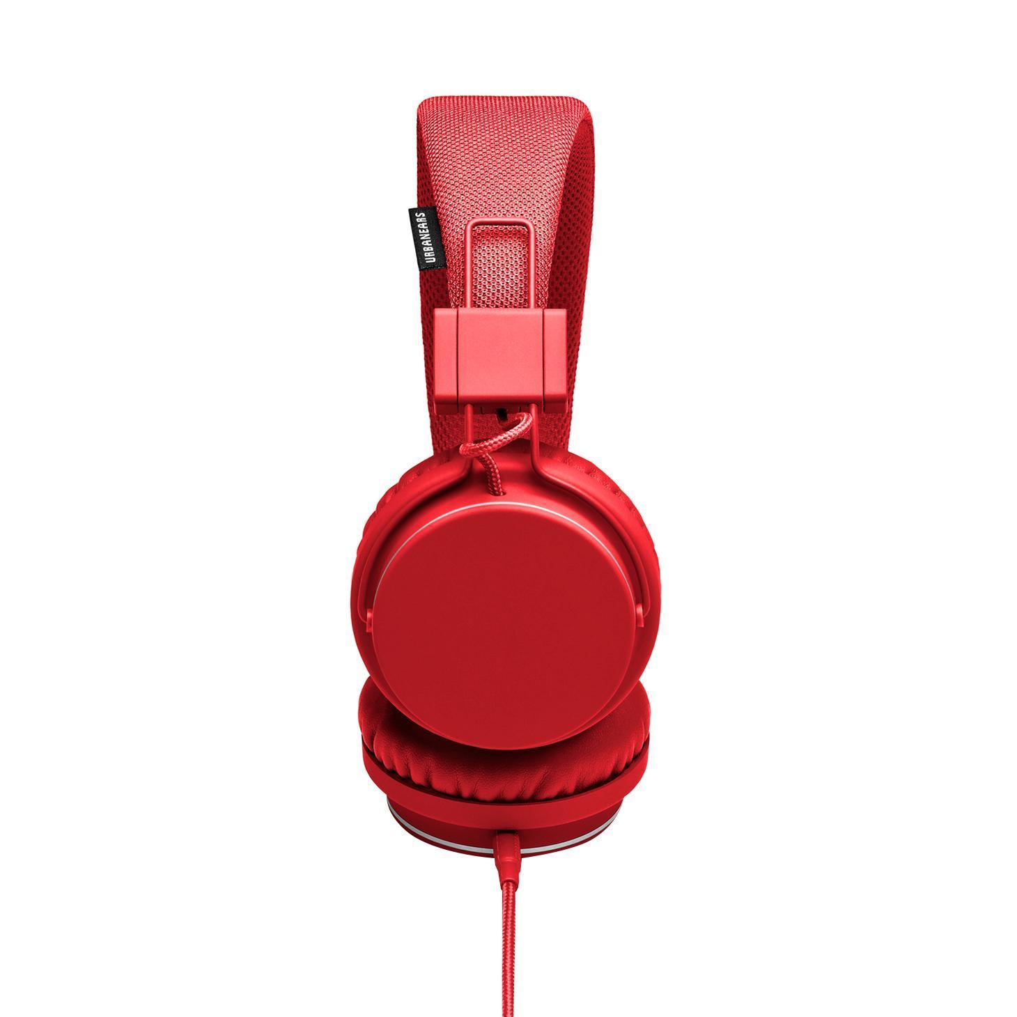 Urbanears Plattan, Tomato наушникиPlattan TomatoUrbanears Plattan Tomato Мониторные наушники с микрофоном закрытого типа поддержка iPhone/ импеданс 60 Ом /чувствительность 115 дБ / диаметр мембраны 40 мм/ разъем mini jack 3.5 mm /длина провода 1.2 м Urbanears Plattan Tomato Накладные наушники Urbanears Plattan выпускаются в широкой гамме ярких расцветок и обладают высоким качеством изготовления. Стоит заметить, что наушники полностью окрашены в один цвет, включая кабель и корпус соединительного разъема, что кроме всего прочего делает их весьма стильным аксессуаром. Конструкция стереотелефонов очень проста, но в то же время хорошо продумана и вполне надежна. Мягкие подушки амбушюров из искусственной кожи вполне комфортно прилегают к ушам, и, благодаря тому, что наушники закрытые, обеспечивают хорошую шумоизоляцию. Наушники Urbanears Plattan оснащены динамическими излучателями диаметром 40 мм, которые имеют 60-омный импеданс. Простые держатели чашек позволяют сложить их внутрь...
