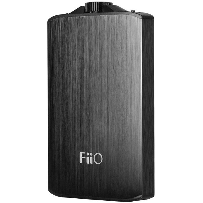 Fiio A3, Black усилитель для наушников6953175710028Fiio A3 - портативный усилитель для наушников в литом алюминиевом корпусе с чуть покатыми передней и задней стенками. Данная модель аналоговый вход mini-jack и развивает выходную мощность 450 мВт при сопротивлении наушников 16 Ом, или 270 мВт при работе на 32-Омные модели. Таким образом, данный усилитель будет совместим практически со всеми моделями наушников для портативной техники, имеющимися на рынке (рекомендуемое сопротивление от 16 до 150 Ом). Для более точного согласования с низко- или высокоомными наушниками, Fiio A3 имеет переключатель коэффициента усиления (низкий / высокий). Кроме того, данная модель оснащена специальной схемой усиления басов, выполненной полностью на дискретных элементах. При ее активации низкие частоты звучат более акцентировано и напористо, что может быть полезным для некоторых наушников или жанров музыки. При желании эту схему можно отключить. Входные каскады усилителя построены на ОУ OPA162, обладающей нейтральной...