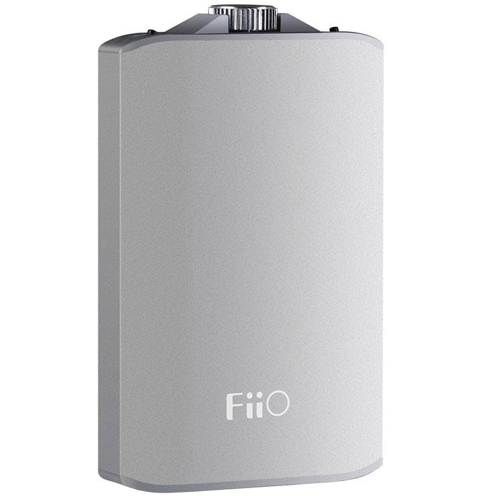 Fiio A3, Silver усилитель для наушников6953175710011Fiio A3 - портативный усилитель для наушников в литом алюминиевом корпусе с чуть покатыми передней и задней стенками. Данная модель аналоговый вход mini-jack и развивает выходную мощность 450 мВт при сопротивлении наушников 16 Ом, или 270 мВт при работе на 32-Омные модели. Таким образом, данный усилитель будет совместим практически со всеми моделями наушников для портативной техники, имеющимися на рынке (рекомендуемое сопротивление от 16 до 150 Ом). Для более точного согласования с низко- или высокоомными наушниками, Fiio A3 имеет переключатель коэффициента усиления (низкий / высокий). Кроме того, данная модель оснащена специальной схемой усиления басов, выполненной полностью на дискретных элементах. При ее активации низкие частоты звучат более акцентировано и напористо, что может быть полезным для некоторых наушников или жанров музыки. При желании эту схему можно отключить. Входные каскады усилителя построены на ОУ OPA162, обладающей нейтральной...