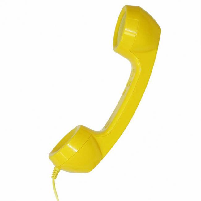 CBR FD 360, Yellow гарнитураFD 360Создайте свой неповторимый образ при помощи гарнитуры FD 360 от компании CBR. Необычный ретродизайн и простота в использовании с мобильным телефоном или ПК наполнят ваше общение яркими эмоциями и позитивом Гарнитура FD 360 совместима со всеми типами мобильных телефонов и смартфонов, оснащенных разъемом 3,5 мм, а также с любыми ПК, благодаря наличию специального переходника (поставляется в комплекте). Помимо этого гарнитуру можно использовать для прослушивания музыки.