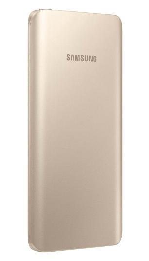 Samsung EB-PA500U, Gold внешний аккумулятор (5200 мАч)EB-PA500UFRGRUСтильная зарядка на ходу Стилизованный под металл корпус, закругленные края, изысканные цвета внешнего аккумулятора компании Samsung гармонируют с дизайном Samsung GALAXY S6 I S6 Edge. Универсальный внешний аккумулятор можно использовать как для зарядки мобильных устройств Samsung, так и другой электроники Тонкий дизайн и эргономичная форма Малый вес и сверхмалая толщина позволит вам всегда иметь этот внешний аккумулятор при себе и оперативно заряжать ваши мобильные устройства Безопасный способ зарядки Внешние аккумуляторы Samsung выдержали самые жесткие испытания на надежность зарядных элементов, так что безопасность процесса заряда гарантирована LED-индикация уровня заряда Вы можете мгновенно проверить уровень остаточного заряда внешнего аккумулятора. Просто нажмите кнопку - четыре светящихся индикатора означают полный заряд, а один мигающий означает, что батарея требует подзарядки...