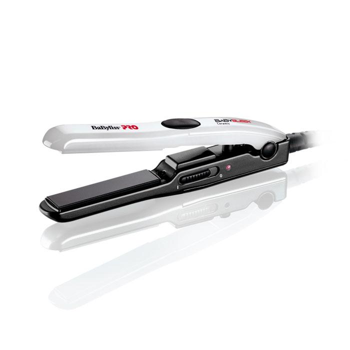 BaByliss Pro BabySleek выпрямитель для волос (BAB2050E)BAB2050EБлагодаря малому размеру, универсальному рабочему напряжению (120-230 В), но в то же время высокой температурой нагрева, выпрямитель BaByliss Pro BabySleek идеально подходить для путешествий по всему миру! Высокотехнологичные материалы, используемые в производстве данной модели, делают ее стойкой к механическим повреждениям и обеспечивают высокую надежность в работе. Внушительный диапазон рабочих температур позволит вам добиться высоких результатов. Размер пластин: 15х120 мм Индикация готовности к работе Изолирующий наконечник Рабочее напряжение: 120/230В