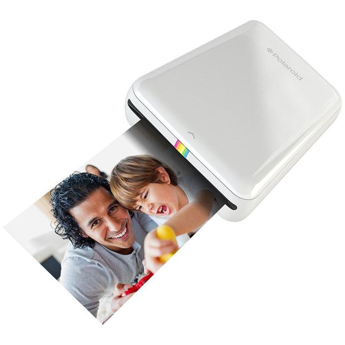 Polaroid Zip, White карманный принтерPOLMP01WМобильный принтер Polaroid Zip создан для быстрой печати фотографий со смартфонов и планшетов под управлением iOS и Android. Устройство позволяет распечатать любую фотографию размером 2х3 дюйма (5х7,6 см). Polaroid Zip подключается к смартфонам и планшетам по NFC или Bluetooth 4.0 с помощью специального приложения-компаньона, которое позволяет не только печатать фото, но и вносить некоторые изменения предварительно. Принтер основан на бесчернильной технологии печати Zero Ink Printing. Одного заряда аккумулятора хватает, чтобы напечатать 25 фотографий. Питание: встроенный li-pol аккумулятор 500 мАч Время зарядки: 1,5 часа
