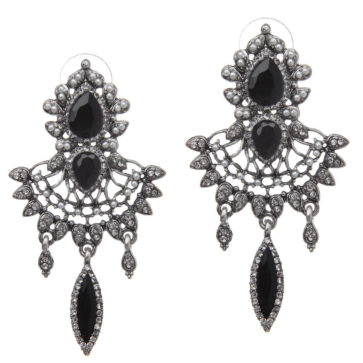 Серьги Taya, цвет: серебристый, черный. T-B-10086-EARR-SL.BLACKT-B-10086-EARR-SL.BLACKРоскошные серьги Taya изготовлены из гипоаллергенного ювелирного сплава на основе латуни. Сплав не содержит свинец и никель. Серьги выполнены в виде оригинальных подвесок инкрустированных стразами с крупными камнями посередине. Серьги застегиваются на замок-гвоздик. Красивое украшение блестяще подчеркнет изысканный вкус, женственность и красоту своей обладательницы и поможет внести разнообразие в привычный образ.