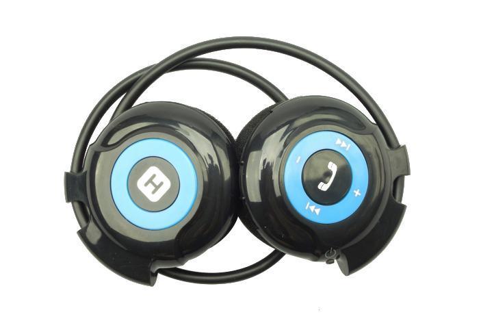 Harper HB-100, Black Blue беспроводные наушникиHB-100 black-blueНаслаждайтесь музыкой без привязки к смартфону или планшету. Загрузите любимые треки на флеш-карту и вставьте ее в наушники. Благодаря FM-радио вы сможете также наслаждаться звучанием любимой радиостанции.