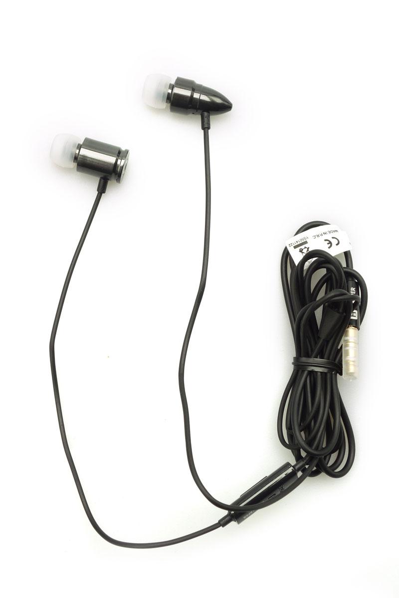 Harper HV-609, Grey наушникиHV-609 greyНеповторимый дизайн и хорошее качество звучания за приемлемую цену - именно такими качествами обладает гарнитура модели HARPER HV-609. Подключив ее к своему телефону или планшету вы сможете не только наслаждаться любимыми треками, а так же сможете легко ответить на звонок, не доставая гаджет из сумки или карманов брюк, все просто - нажали на кнопку и разговариваете через встроенный микрофон гарнитуры. Кроме функции ответа на вызов, кнопкой осуществляется управление плеером на устройстве. Кабель наушников длиной 140 см устойчив к запутыванию и подойдет людям любого роста, диапазон частот от 20 Гц до 20 кГц позволяет четко слышать как высокие так и низкие тона звука, а стандартный штекер в 3,5 дюйма позволяет использовать гарнитуру с любым видом техники, а металлический корпус наушников обеспечивает отличную звукоизоляцию и долговременное использование аксессуара.
