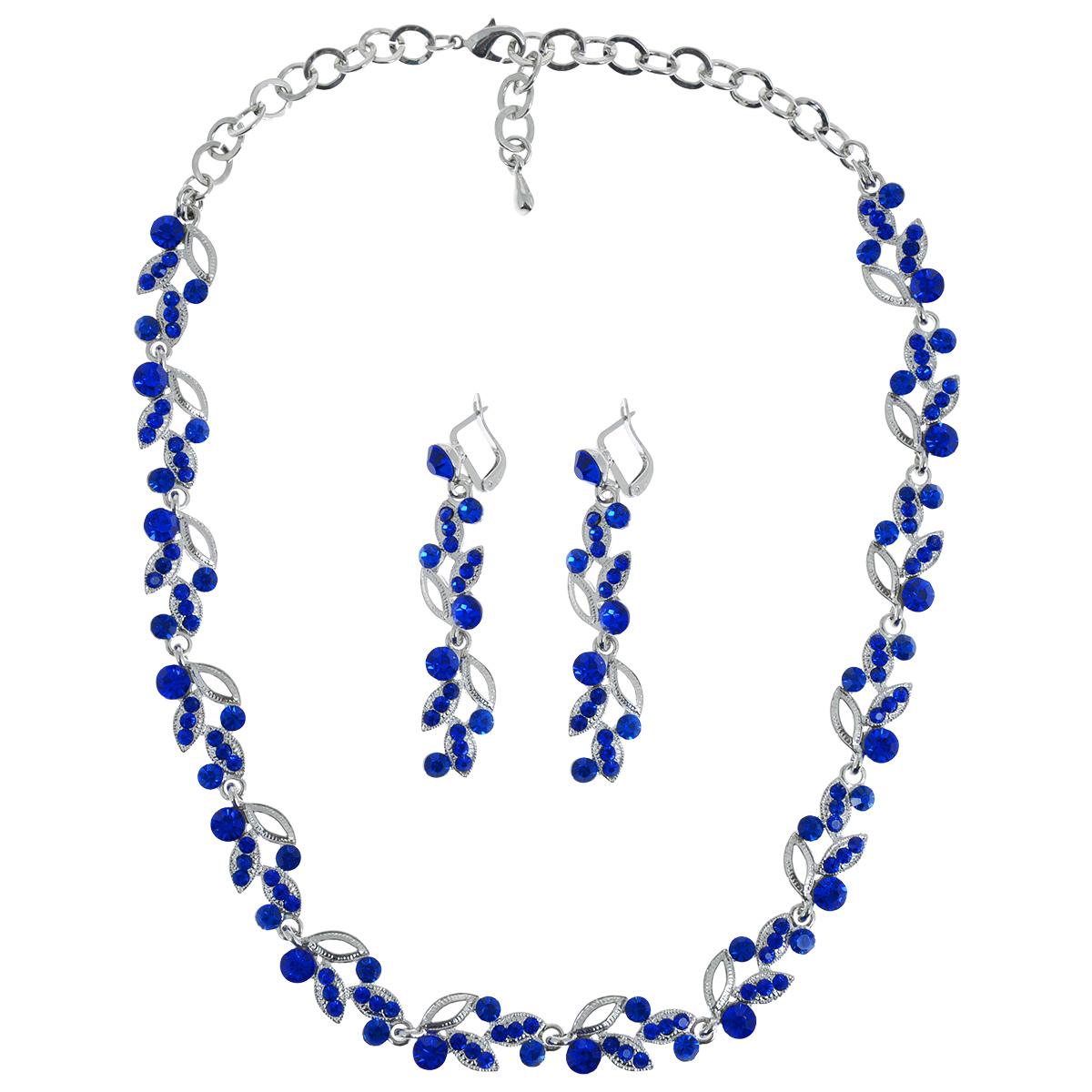 Набор Taya: колье, серьги, цвет: серебристый, темно-синий. T-B-9542T-B-9542-SET-D.BLUEОригинальный набор Taya, выполненный из гипоаллергенного сплава на основе латуни, состоит из колье и сережек в классическом стиле. Серьги выполнены из металла в виде ветви с устремленными вверх и вниз лепестками, которые декорированы стразами синего цвета. Колье представляет собой цепочку с похожей ветвью лепестков, дополненной стразами синего цвета. Оно снабжено надежной застежкой карабин и удлиняющей размер цепочкой. Английский замок обеспечивает надежное удержание серьги. Такой набор позволит вам с легкостью воплотить самую смелую фантазию и создать собственный, неповторимый образ.