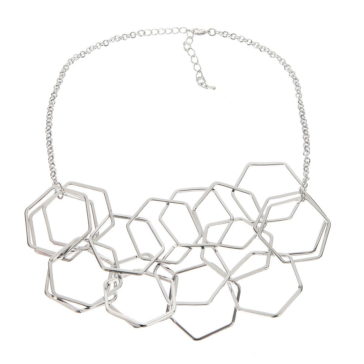 Колье Taya, цвет: серебристый. T-B-8172T-B-8172-NECK-SILVERОчень стильное, объемное колье Taya, изготовленное из металлического сплава серебристого цвета, будет абсолютно невесомо на шее его обладательницы. Изделие представляет собой цепочку, к которой в три ряда крепятся декоративные элементы в виде плоских шестиугольников. Застегивается на замок-карабин с регулирующей длину цепочкой. Стильное колье модного дизайна поможет создать уникальный и запоминающийся образ.