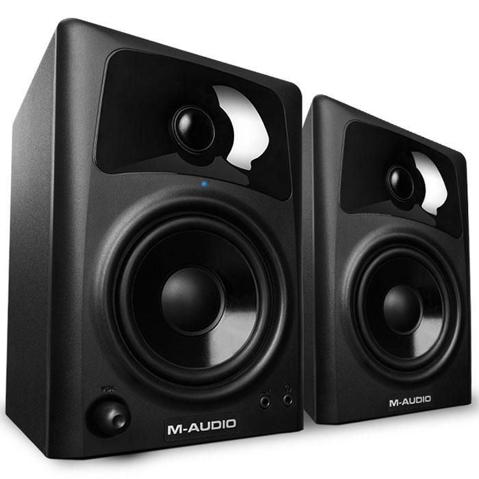 M-Audio Studiophile AV42, Black мониторная акустика (2 шт.)MCI533052-полосные колонки M-Audio Studiophile AV42 отличаются компактными размерами и небольшим весом. Акустика предназначена для мобильных музыкантов и диджеев, также она подойдёт для игр, просмотра видео или прослушивания музыки. 4-дюймовые мидвуферы с полипропиленовым покрытием диффузора выдают плотный и точный бас 25-миллиметровые шёлковые твиттеры с ферромагнитной жидкостью для охлаждения катушки обеспечивают прозрачные и чистые верха ВЧ-излучатели помещены в фирменный волновод OptImage IV Усилитель класса A/B расположен в активной колонке и обеспечивает 20 Вт мощности на канал Встроенная защита от радиочастотных помех, превышения выходного тока и перегрева, а также инфразвуковой фильтр Вход 2 x RCA для подключения диджейского оборудования, микшера и т. д. Дополнительный вход типа миниджек на лицевой панели активной АС для подключения ноутбука, компьютера или MP3-плеера Другой разъём миниджек предназначен для подключения наушников ...