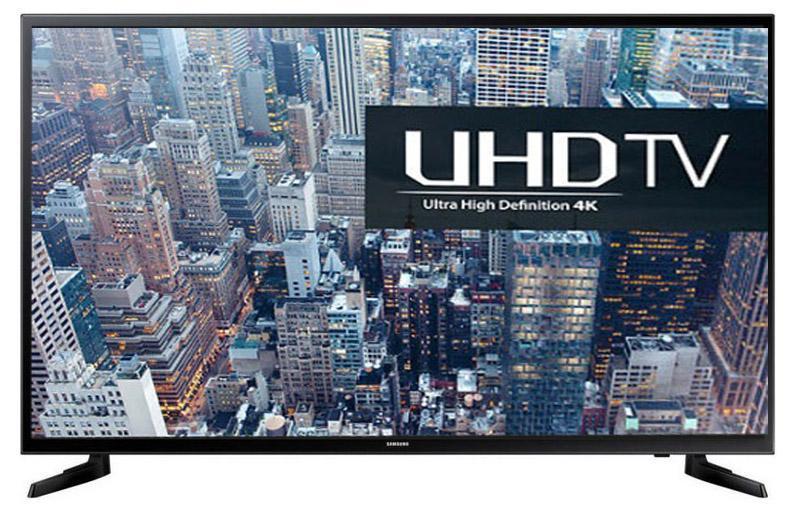 Samsung UE40JU6000U телевизор40JU6000Samsung UE40JU6000 – новое поколение популярной серии телевизоров с UHD-экраном. Данная модель в своей основе имеет продвинутую 40-дюймовую матрицу, которая поддерживает большое количество технологий, призванных сделать изображение наиболее качественным и реалистичным. Благодаря широкому формату экрана и тонким рамкам достигается максимальный эффект присутствия, а картинка приобретает максимально насыщенные и яркие краски. Высокое разрешение и частота обновления экрана делают Samsung UE40JU6000 идеальным для просмотра Blu-Ray фильмов, высококачественных фотографий, а также для игры в видеоигры. Встроенная система объемного звучания мощностью 20W способна качественно дополнить происходящее на экране сочным и насыщенным звуком, а большой выбор проводных и беспроводных интерфейсов позволит подключить внешние устройства и акустику максимально удобным для вас способом. Также, компания поработала и над атрибутами умного телевизора - в Samsung UE40JU6000...