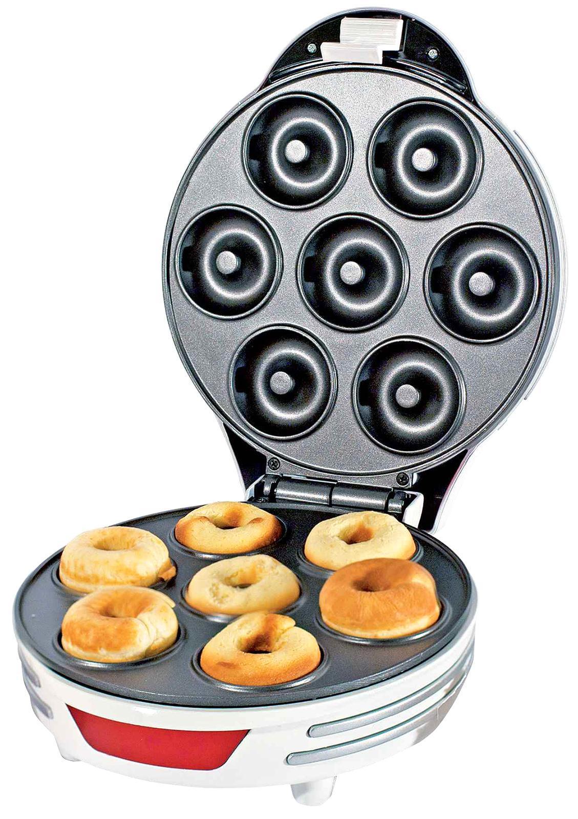 Ariete 189 Party Time прибор для приготовления пончиков189С помощью пончик-мейкера Ariete 189 Вы приготовите вкуснейшие домашние пончики всего за несколько минут. В антипригарных формочках за один раз можно испечь 7 штук. И для их приготовления не понадобится расходовать много масла. Вам просто нужно замесить тесто и разлить в формочки. Закрываете крышкой и поглядываете на контрольные лампочки. С внедренной защитой от перегрева выпекаемые изделия не пригорают. С прибором Ariete 189 можно готовить пончики где угодно — дома, на даче, в путешествиях. Просто заготовьте тесто и выпекайте пончики по собственному рецепту.