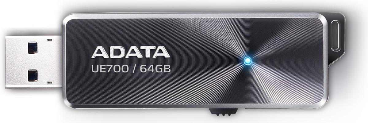 ADATA UE700 64GB, USB-накопительAUE700-64G-CBKUSB флэш-накопитель ADATA DashDrive Elite UE700 сочетает безупречный вкус и высочайшую эффективность интерфейса USB 3.0. Сегодня, когда требования к качеству мультимедийного контента и объемам файлов как никогда высоки, модель UE700 удовлетворит самым жестким требованиям самых взыскательных пользователей. Ее стильный дизайн и тонкий профиль органично дополняют самые передовые технологии, использованные при ее создании. Благодаря высокой пропускной способности интерфейса USB 3.0, флэш-накопитель UE700 реализует невероятные скорости обмена данными: чтение до 220 Мбит/с и запись до 135 Мбит/с. Такие показатели оставляют далеко позади подавляющее большинство USB флэш-накопителей, доступных на рынке сегодня. Симметрия и продуманная изящность линий подчеркивают безупречность стиля, который клиенты привыкли ожидать от ADATA. На матовой алюминиевой поверхности проступают тончайшие концентрические круги, располагающиеся вокруг синего светодиодного...