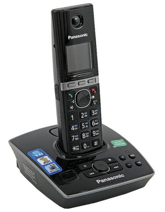 Panasonic KX-TG8061 RUB DECT телефонKX-TG8061 RUBУникальность радиотелефону Panasonic KX-TG8061 придает функция резервного питания. Обычные DECT телефоны не работают при отключении электричества, а у Panasonic KX-TG8061 заряд аккумуляторов трубки сможет обеспечить временную работу базового блока. В радиотелефоне Panasonic KX-TG8061 сочетаются современный дизайн и множество разнообразных функций. Ключевым преимуществом DECT телефона Panasonic KX-TG8061 стала функция резервного питания базового блока от трубки (при отключении электроэнергии) и цветной TFT-дисплей. Радиотелефон Panasonic KX-TG8061RU выполнен в классическом черном цвете с соблюдением четких прямых линий. Трубка комфортно лежит в руке, а благодаря клавишам с голубой подсветкой и четкому TFT-дисплею набирать номер и изменять настройки телефона очень удобно. Меню радиотелефона Panasonic KX-TG8061RU полностью русифицировано, что существенно упрощает использование телефонной книги. Этот DECT телефон имеет встроенный цифровой автоответчик на 18 минут записи....