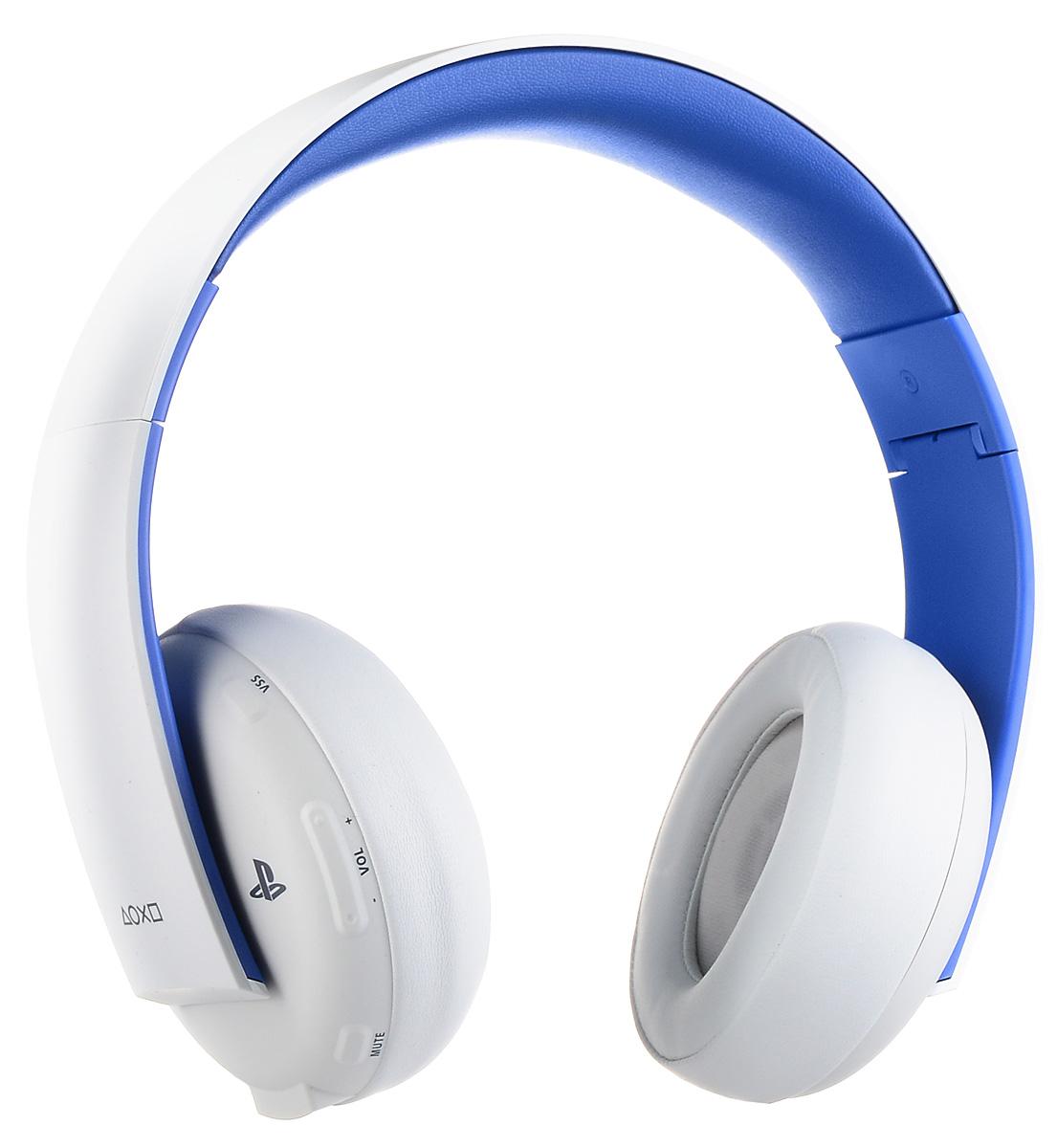 Sony PlayStation Беспроводная стереогарнитура 2.0 для PS4 / PS3 / PS Vita, WhiteCECHYA-0083Наслаждайтесь насыщенным динамичным звуком дома, используя беспроводную гарнитуру с PlayStation 3 или PlayStation 4, или в дороге, подключив гарнитуру к PlayStation Vita или другому мобильному устройству. Общайтесь с друзьями и отдавайте приказы своей команде, используя высококачественный встроенный микрофон с системой шумоподавления. Обнаруживайте врагов по звуку и наслаждайтесь мощью взрывов с великолепной системой виртуального объемного звучания 7.1 (только на PS3 и PS4). Используйте предустановленные режимы прослушивания для игр, кино и музыки, а также дополнительные режимы, доступные во вспомогательном приложении для гарнитуры для PS3 и PS4 (приложение можно загрузить из PlayStation Store). Использовать гарнитуру в дороге очень удобно - благодаря складной конструкции и восьми часам работы от аккумулятора. Удобный интерфейс позволяет видеть все важные параметры - например, уровень громкости микрофона, - на экране телевизора. ...