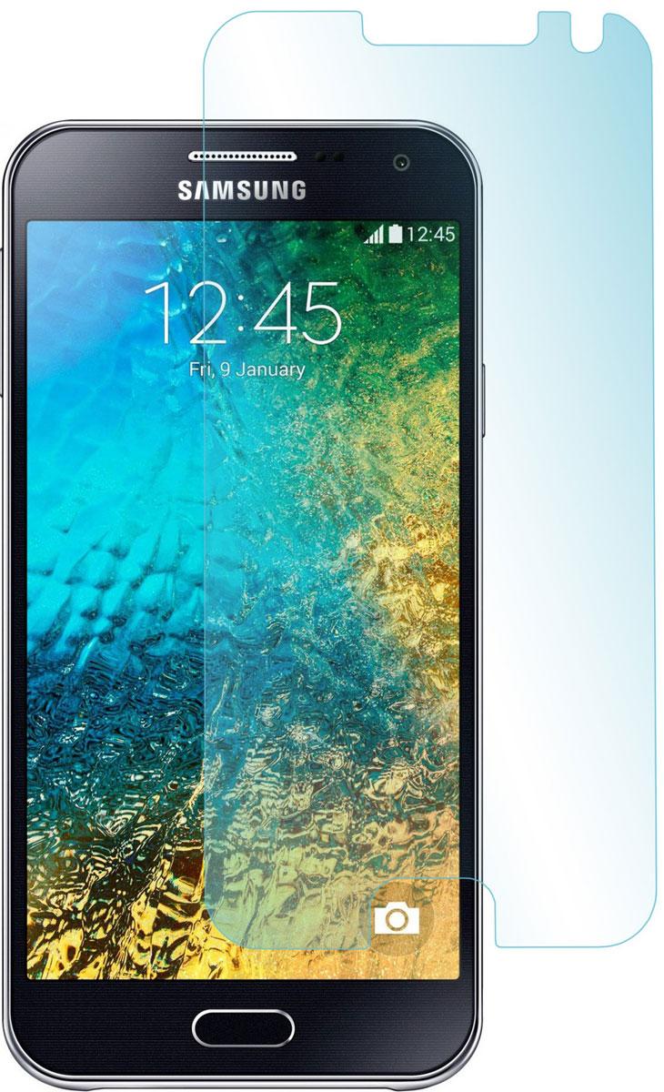 Skinbox защитное стекло для Samsung Galaxy E5, глянцевоеSP-091Защитное стекло Skinbox для Samsung Galaxy E5 предназначено для защиты поверхности экрана от царапин, потертостей, отпечатков пальцев и прочих следов механического воздействия. Оно имеет окаймляющую загнутую мембрану последнего поколения, а также олеофобное покрытие. Изделие изготовлено из закаленного стекла высшей категории, с высокой чувствительностью и сцеплением с экраном.