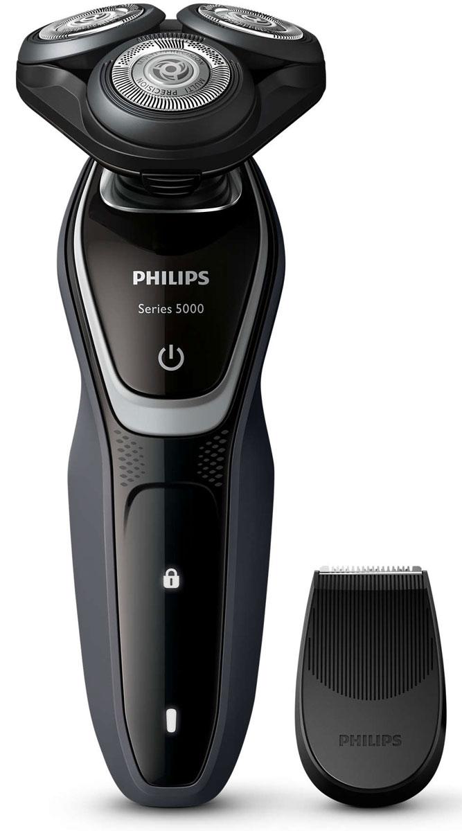 Philips S5110/06 электробритваS5110/06Лезвия электробритвы Philips S 5110/06 приподнимают длинные и короткие волоски для невероятно быстрого бритья. Система лезвий MultiPrecision в несколько движений приподнимает и срезает волоски и щетину. Головки Flex двигаются независимо друг от друга в 5 направлениях. Это гарантирует оптимальный контакт с кожей для быстрого и гладкого бритья даже на шее и подбородке. Система двойных лезвий Super Lift & Cut обеспечивает идеально чистое и гладкое бритье. Первое лезвие приподнимает волоски, а второе — аккуратно срезает их у самого основания. Чтобы завершить образ, используйте безопасный для кожи съемный компактный триммер. Он идеально подходит для моделирования усов и подравнивания висков. На интуитивно понятном дисплее Philips S 5110/06 отображается вся необходимая информация, что позволяет в полной мере использовать все возможности вашей бритвы: одноуровневый индикатор аккумулятора, индикатор очистки, индикатор низкого заряда аккумулятора,...