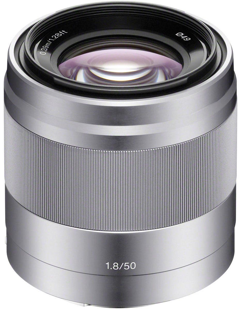 Sony 50mm F/1.8, Silver объектив для NexSEL50F18.AEОбъектив Sony 50mm идеально подходит для съемки портретов и множества других объектов. Максимальная диафрагма F1.8 и оптический стабилизатор изображения обеспечивают впечатляющее качество даже при слабом освещении. Стабилизатор изображения Optical SteadyShot, встроенный в объектив, позволяет создавать плавные, несмазанные фотографии и видеозаписи при съемке с рук. Вместо стандартной диафрагмы объектива в форме многоугольника, этот объектив имеет 7-лепестковую круглую диафрагму для более естественной, скругленной дефокусировки или эффекта боке. Объектив имеет инновационную конструкцию для создания четких, качественных изображений с минимальным уровнем искажения и хроматической аберрации. Благодаря механизму внутренней фокусировки корпус объектива не движется, что делает конструкцию более компактной, отклик автофокуса - более быстрым, а также сокращает минимальную дистанцию фокусировки.