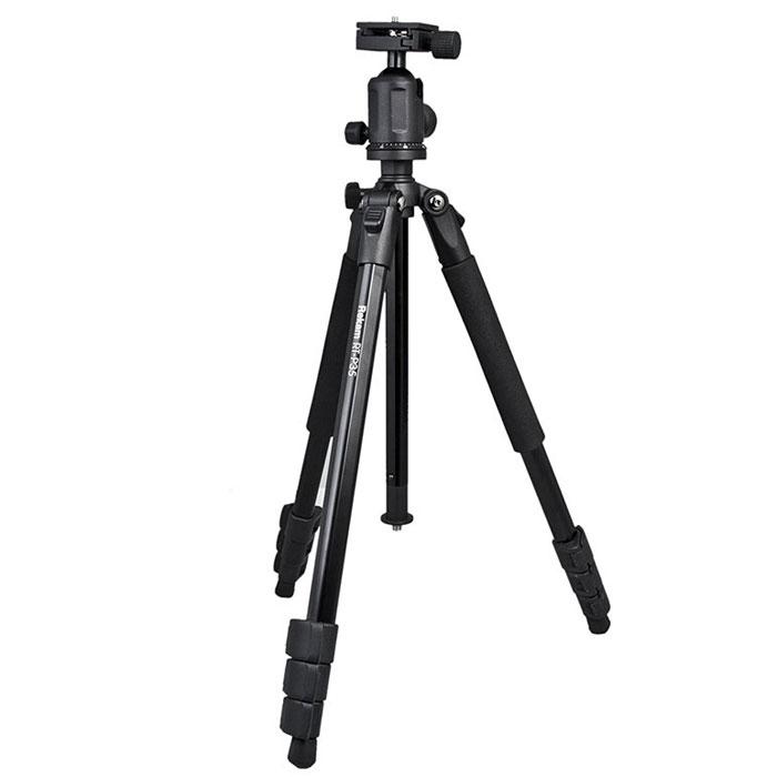 Rekam RT-P35 штатив1213000015Rekam RT-P35 - профессиональный штатив начального уровня. В сравнении с предшествующей моделью (Rekam RT-P30), это более мощный и высокий штатив. Шаровая голова легко меняет угол наклона, обеспечивая плавное перемещение камеры. Цифровая градуировка обеспечивает точность при проведении панорамной съемки. Съемная площадка позволяет быстро устанавливать и снимать камеру. Голова штатива съемная. Закрепив ее на нижней части центральной штанги, можно проводить макросъемку. Оперативно менять высоту можно при помощи центральной колонны, оборудованной подъемником с фиксатором. Длинна ног регулируется клипсовыми замками. Мягкие муфты обеспечивают удобный захват и комфортную работу при низких температурах. Многослойное, матовое покрытие черного цвета обладает антибликовым эффектом, и защищает штатив Rekam RT-P35 от механических повреждений. В комплект входит удобная сумка-чехол. Индивидуальная регулировка высоты ног Независимый угол наклона ноги ...