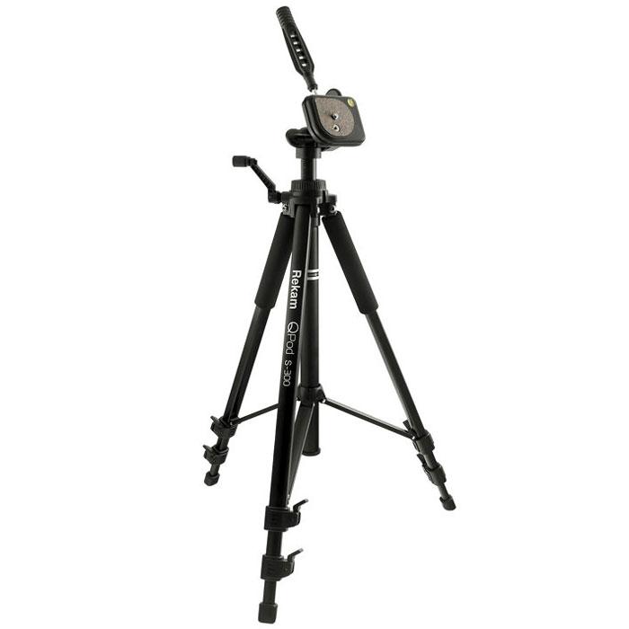 Rekam QPod S-300 штатив1212006723Rekam QPod S-300 – легкий и прочный штатив с 3 секциями ног. По сравнению с предыдущей моделью QPod S-200, это более высокий штатив, рассчитанный на большую нагрузку. Максимальная высота 1350 мм, максимальная нагрузка 2500 г. Панорамная 3-D голова с жидкостным уровнем, управляется и фиксируется при помощи ручки. Быстросъемная площадка с пробковым покрытием, облегчает установку и съемку камеры. Внутренний механизм головы выполнен из металла, что обеспечивает жесткую и надежную фиксацию. Высота центральной колонны меняется при помощи микролифта, выполненного из прочного композитного металла. Перекладины между центральной колонной и опорами упрощают работу со штативом. Высота ног фиксируется удобными вертикальными замками. Резиновые опоры ног помогают избежать скольжения и повышают устойчивость. Специальные мягкие муфты на верхних секциях ног Rekam QPod S-300 обеспечивают комфортный захват и защищают руки фотографа в холодное время года. В комплект входит...