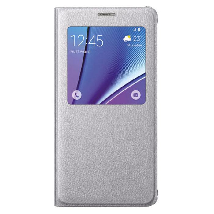 Samsung EF-CN920 S-View чехол для Galaxy Note 5, SilverEF-CN920PSEGRUОригинальный чехол Samsung S-View для Galaxy Note 5 защитит ваше устройство от внешних повреждений, а также позволит вам получить доступ к различным смарт-функциями устройства (время, дата, уровень заряда батареи, различные уведомления), не открывая крышку. Чехол практически не увеличивает размеры устройства.