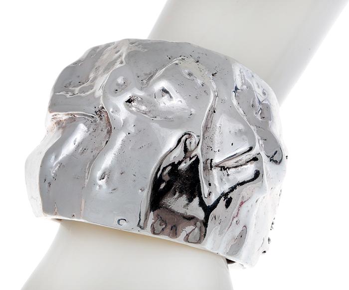 Браслет Орсина. Гипоаллергенный ювелирный сплав серебряного тона. Nina Ford, Испанияpokka-2748-1-1Браслет Орсина из коллекции Sefarda. Гипоаллергенный ювелирный сплав серебряного тона. Nina Ford, Испания. Размер: диаметр 6,5 см, размер регулируется. Сохранность превосходная, изделие новое.